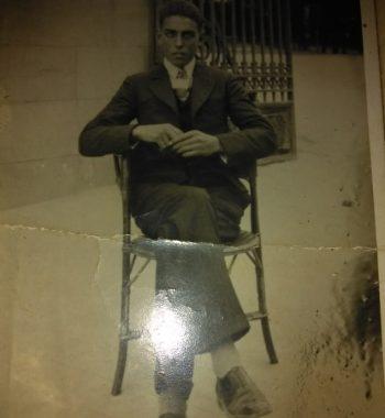 abuelo-cesar-sentado